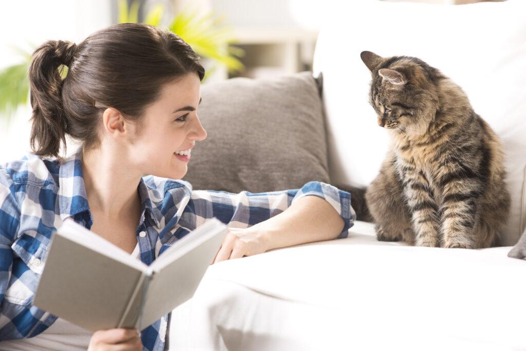 mačka i žena
